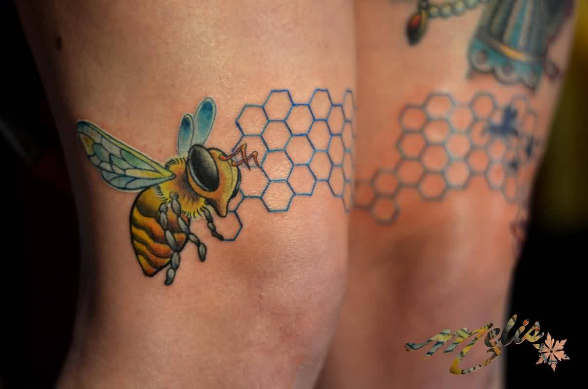 Gorgeous Bee Tattoo On Right Knee