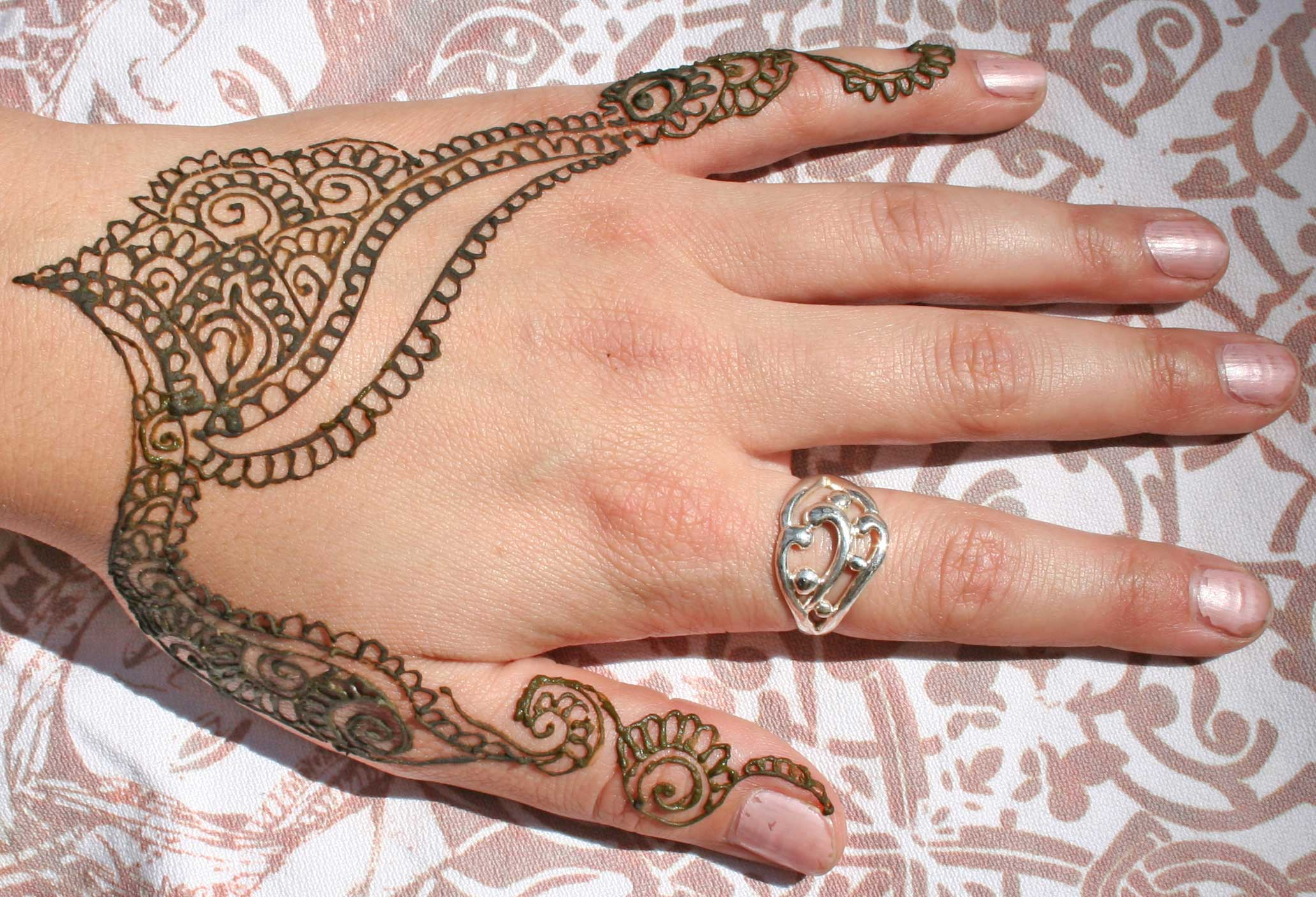 Mehndi Tattoo For Girls : Henna tattoo ideas and designs page