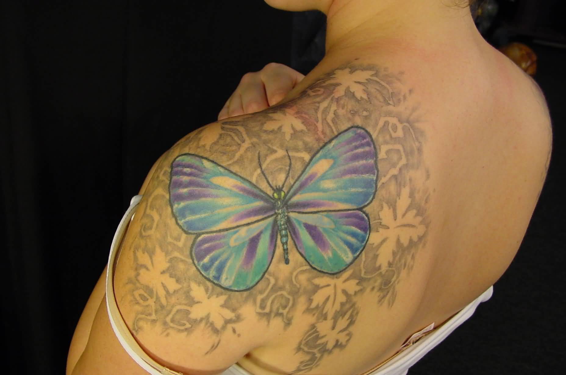 876422ee7ab24 Beautiful Butterfly Ivy Tattoo On Left Shoulder