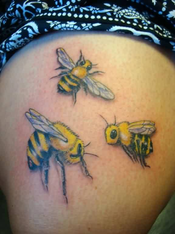 Great Looking Realistic Bees Tattoo On Thigh