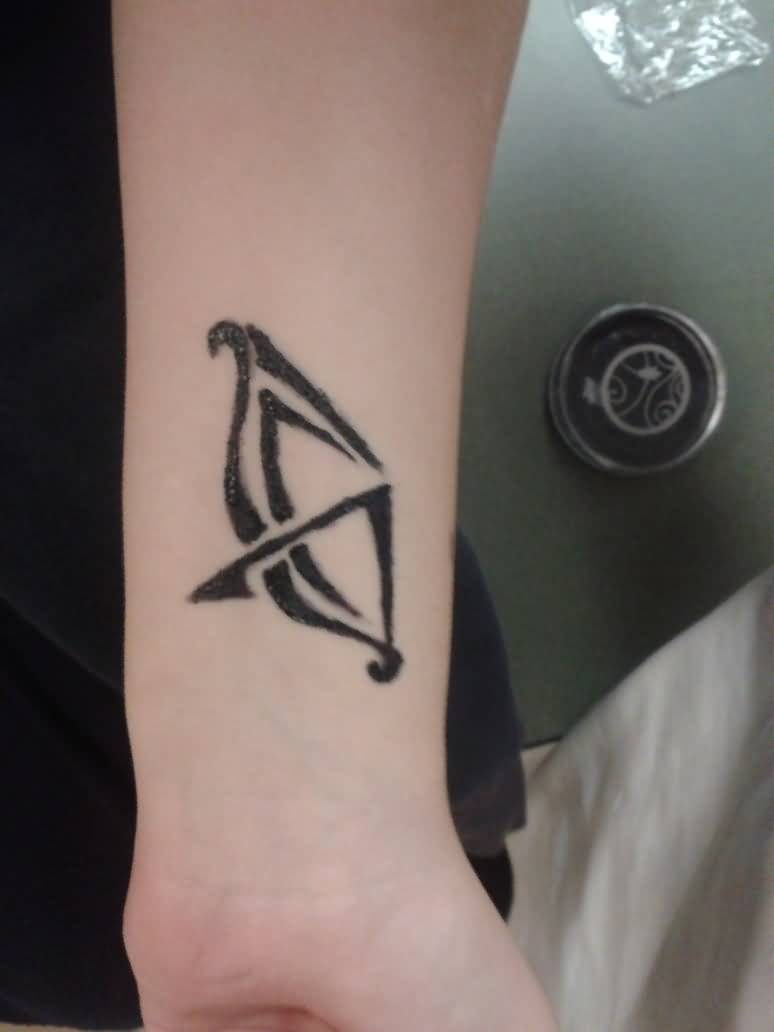 3525e948e Mind Blowing Arrow And Bow Tattoo On Upper Arm