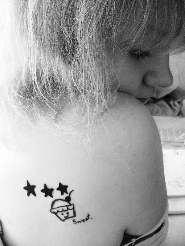 Hot Lady Show Black And White Tiny Stars And  Simple Cake Tattoo On Back Shoulder 6