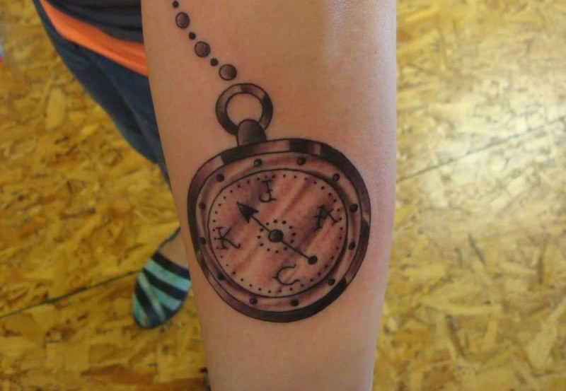 Awesome Chain Old Compass Tattoo Design Make On Back Sleeve