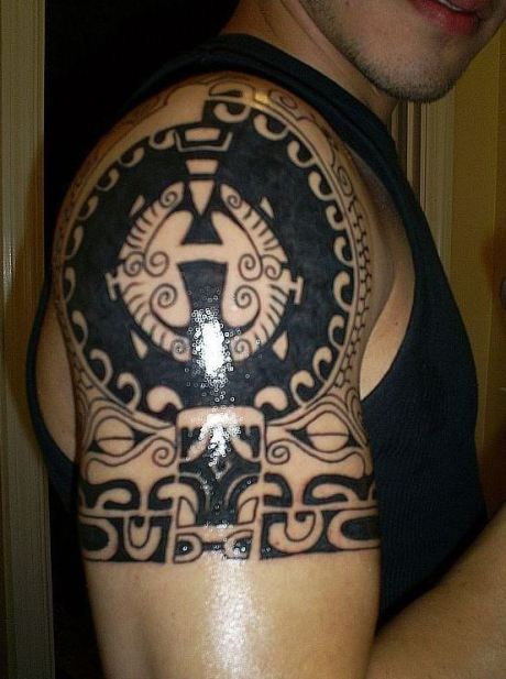 Men Shoulder Decorated With Fantastic Circle Tattoo