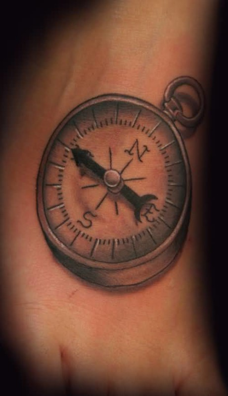 Mind Blowing Old  Compass Tattoo Design Make On Foot