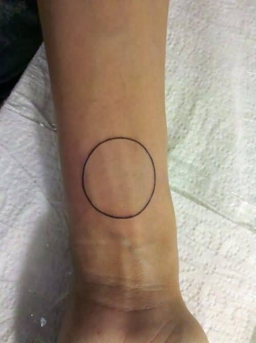 Nice Looking Simple Circle Tattoo Make On Lower Sleeve
