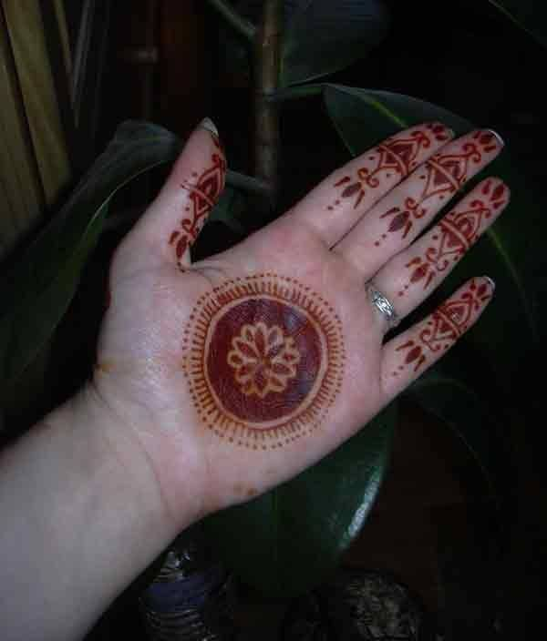 Outstanding Henna Circle Tattoo Design Make On Palm
