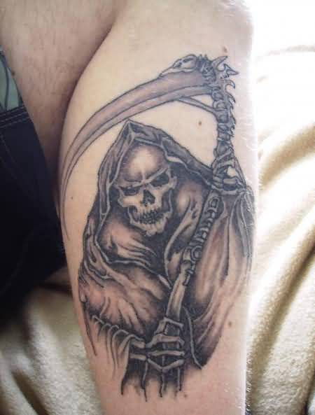 Handsome Stylish Men Show Simple  Death Grim Tattoo On Leg