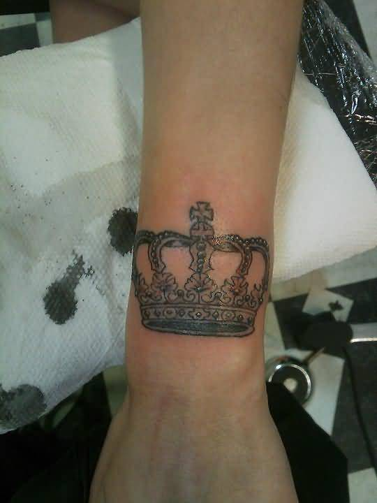 Traditional crown tattoo ideas and traditional crown for Crown tattoos on lower back