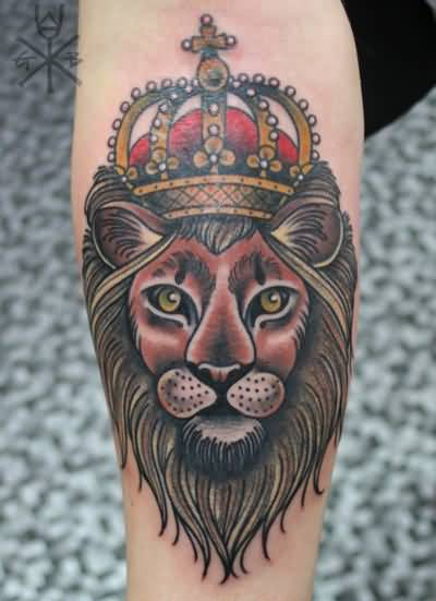 Outstanding Lion With Amazing Traditional Crown Tattoo Design
