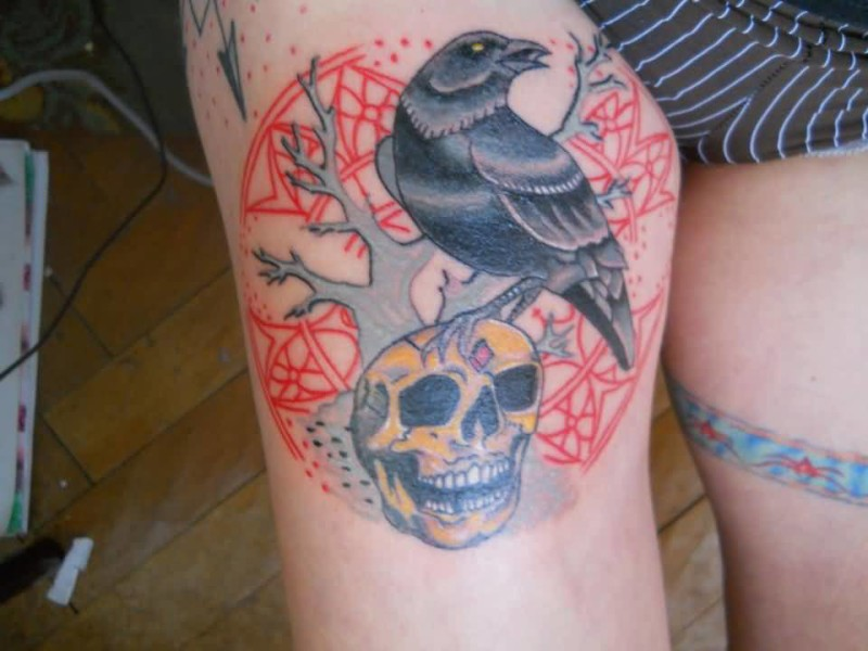 Pretty Hot Girl Sjhow Angry Roaring Black Crow And Yellow Death Skull And Design With Tree Tattoo On Thigh