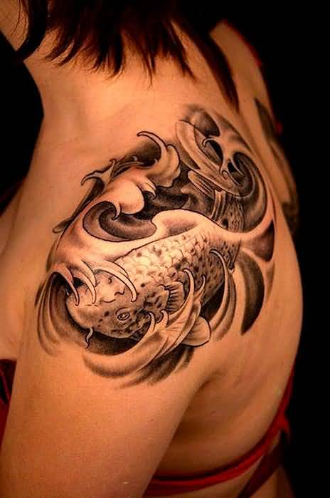 Crazy Cool Women Show Classy Fish Tattoo  Image Make On Shoulder