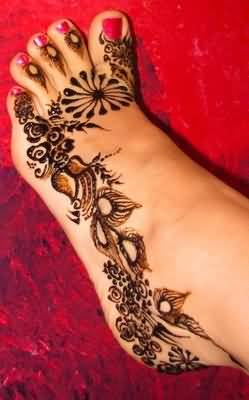 Lovely Women Foot Nice Henna Tattoo Design