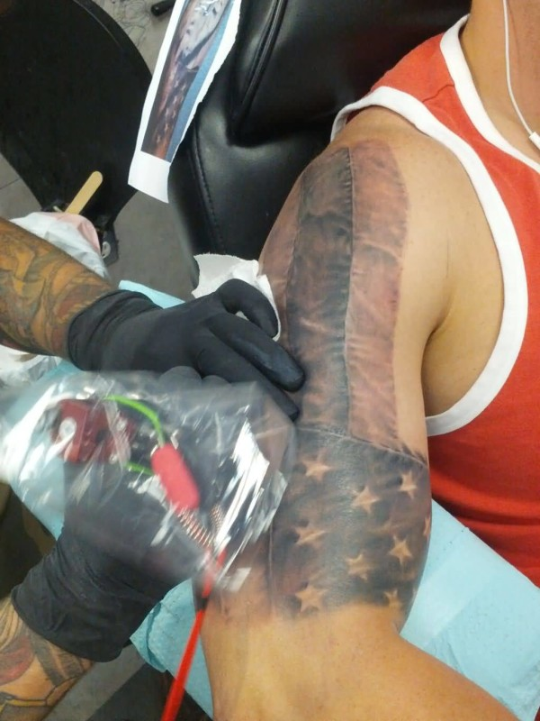 Men Upper Sleeve Decorated With Brilliant American Flag Tattoo Design Image