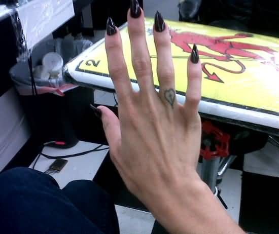 83ce463b95341 Pretty Hot Big Nail Girl Show Simple Cross And Heart Tattoo On Ring Finger