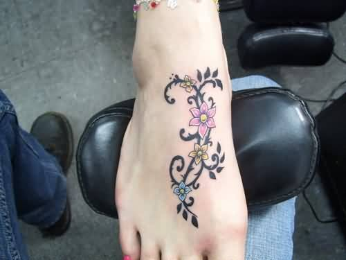 Pretty Hot Women Show Simple Black Vine Pink Flower Tattoo Make On Foot