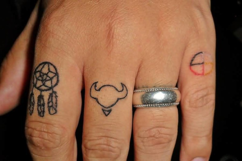 Simple Small Dream Catcher Feather Tattoo Design Image On Fingers