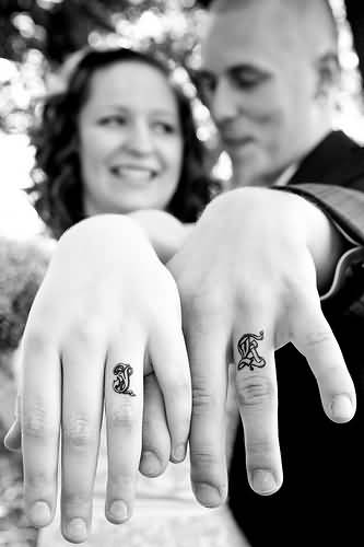 Sweet Couple Show Black And White Simple Finger Tattoo