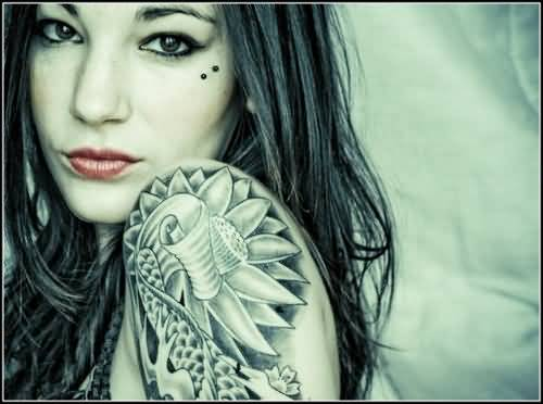 Ultimate Unique Flower Tattoo On Upper Sleeve For Young hot Women