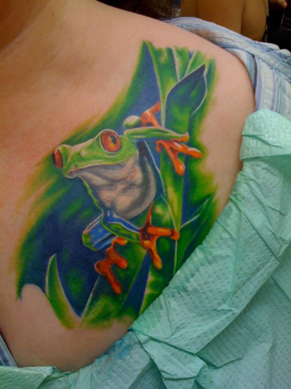 Extreme Good Crawling Frog Tattoo  Make On Collarbone