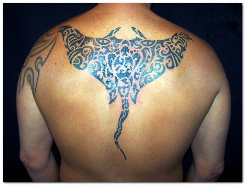 Marvelous Coolest Upper Back Amazing Hawaiian Tattoo