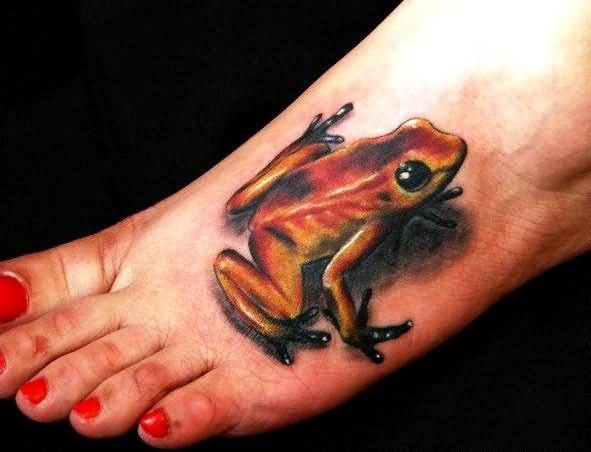 Women Show Coolest 3D Frog Tattoo On Foot