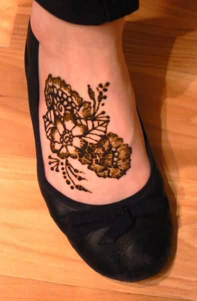 Marvelous Lovely Henna Flower Tattoo Design Image Make On Foot For Women