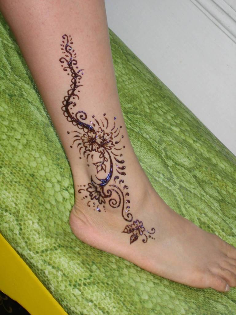 simple henna flower tattoo design image make on foot ankle. Black Bedroom Furniture Sets. Home Design Ideas