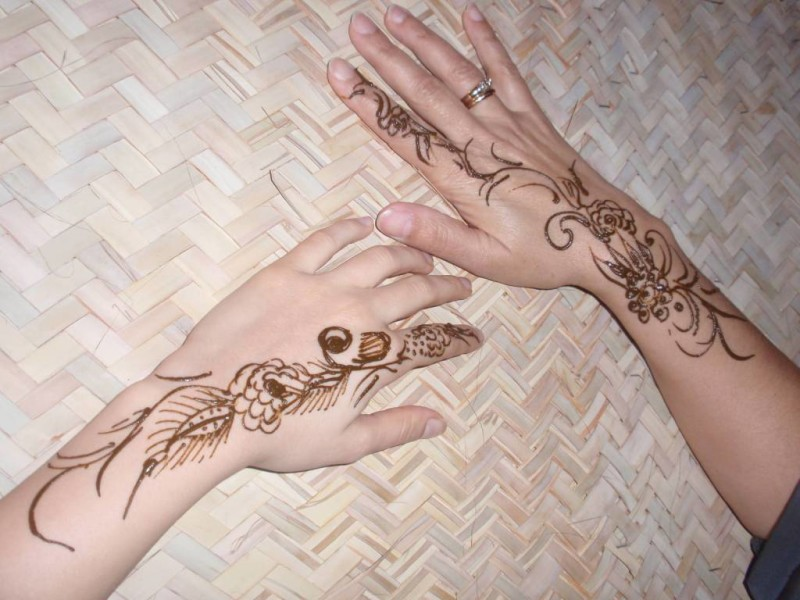 Mehndi Tattoo On Hand For Girls : Simple henna tattoo design for girl on both hands tattooshunter.com