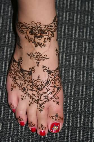 Women Foot Cover Up With Classy Henna Tattoo Design Image Made By Artist