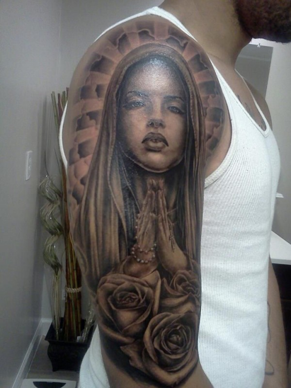 Close Hands Saint Mary Mother Face Of God With Beautiful Brilliant Roses Tattoo