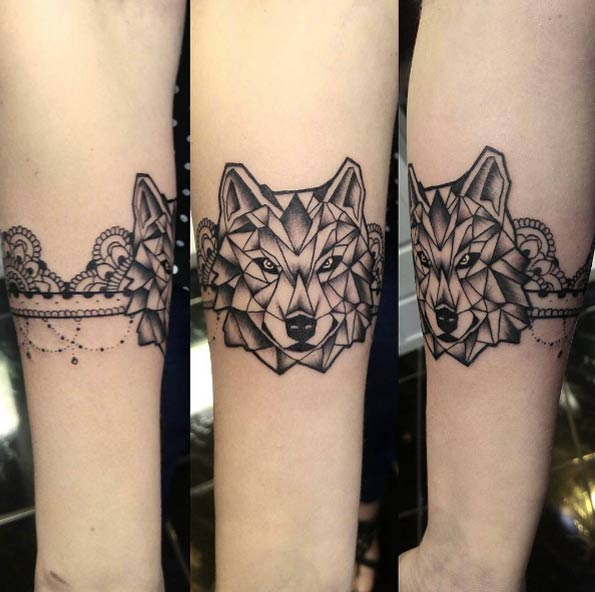Innovative Awesome Geometric Wolf Face Tattoo For Girl