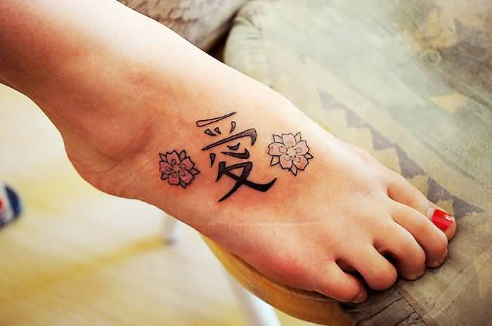 Women Foot Simple Chinese Text With Lovely Flowers Tattoo Image